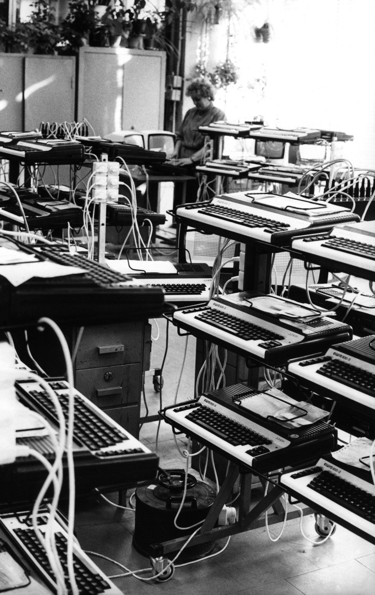 Wrocławskie Zakłady Elektroniczne ELWRO, testowanie poprawności działania mikrokomputerów