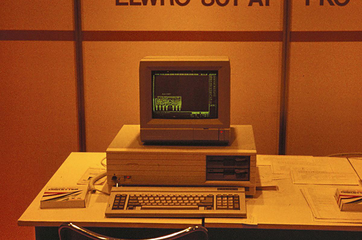 Mikrokomputer Elwro 801AT wsiedzibie Elwro Wroclaw Ostrowskiego polskiekomputerypl